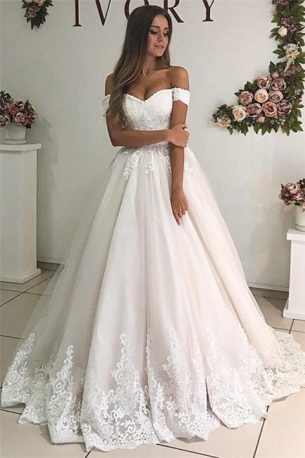 robe de mariée longue princesse épaules nues en appliques dentelles