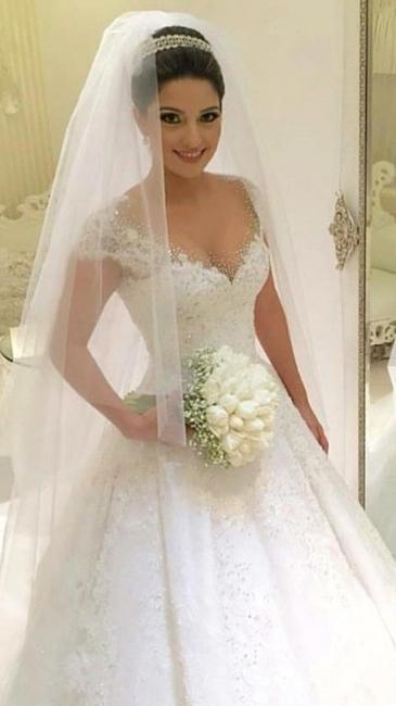 Forme Marquise Traîne moyenne Col en V Robes de mariée robe de bal avec Perle