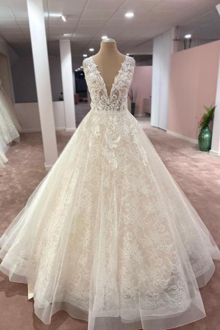 Robes de mariée élégantes décolleté en V   Robes de mariée Une ligne en dentelle