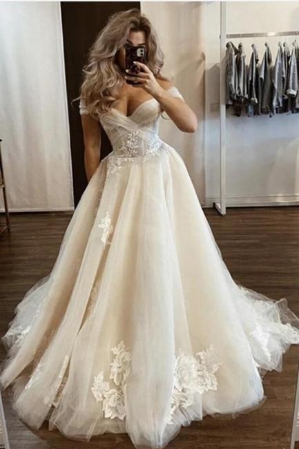 Robes de mariée de créateurs Crème | Robes de mariée Une ligne avec de la dentelle