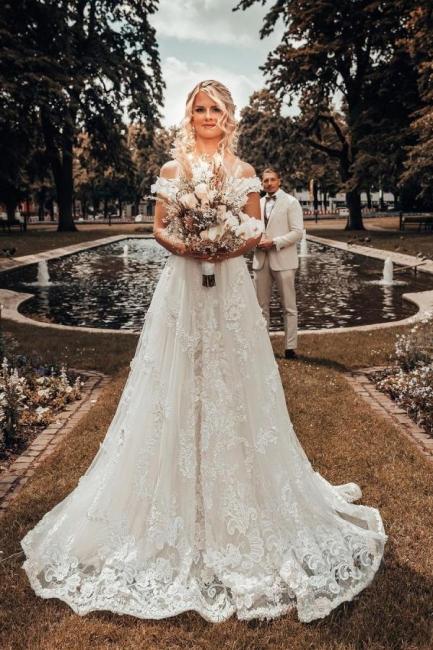 Robes de mariée de créateurs Une ligne de dentelle | Mode nuptiale en ligne