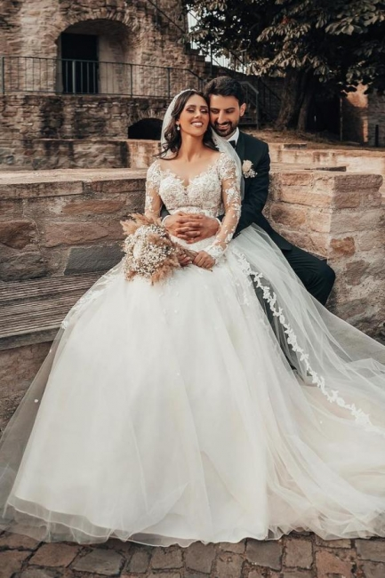 Robes de mariée élégantes à manches   Robes de mariée Une ligne en dentelle