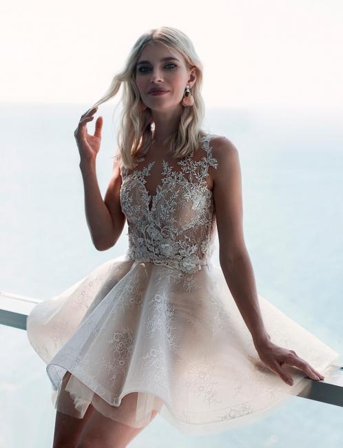 Robe de mariée courte élégante   Une robe de mariée en ligne avec de la dentelle