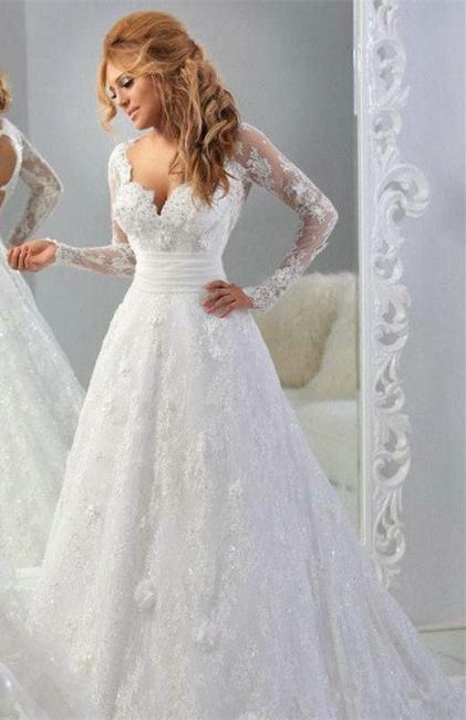 Forme Princesse Traîne moyenne Col en cœur Dentelle Robes de mariée avec Perle