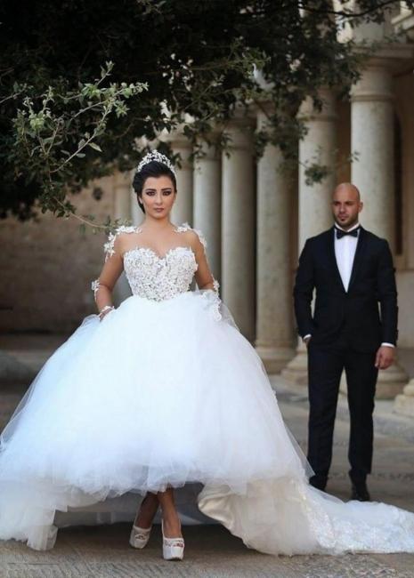 Forme Marquise Col U profond Tulle Traîne mi-longue Robes de mariée avec Appliques