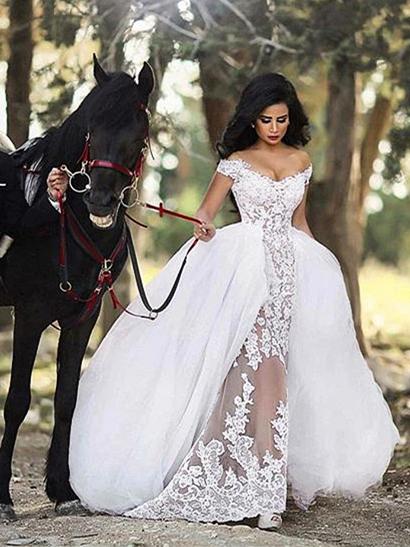 Forme princesse robe de mariée en dentelle et tulle épaules nu longueur sol
