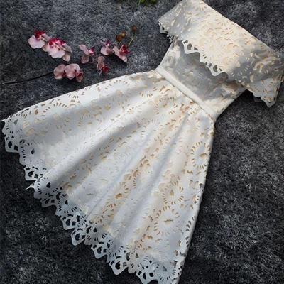 Robe de soirée princesse courte dentelle chic | Robe de cocktail princesse épaules nues_3