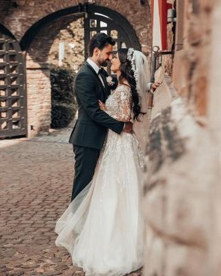 Robes de mariée élégantes à manches   Robes de mariée Une ligne en dentelle_4