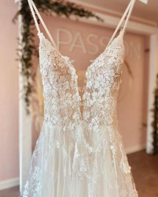 Robes de mariée simples Une ligne de dentelle   Robes de mariée bohème pas cher_4