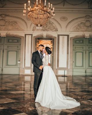 Robes de mariée de luxe Une ligne de dentelle   Robes de mariée à manches_2