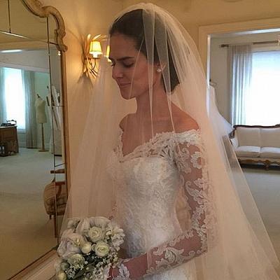 Forme trompette robe de mariée avec manche longue en dentelle délicat traine alayage_2